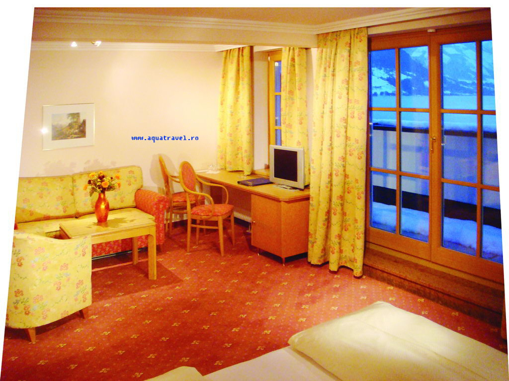 zell am see chat rooms Large ski chalet for rent at zell am see, free ski bus stops right outside and services all skiing locations in the europa sportregion main skilift in zell am see is just 5 mins away.