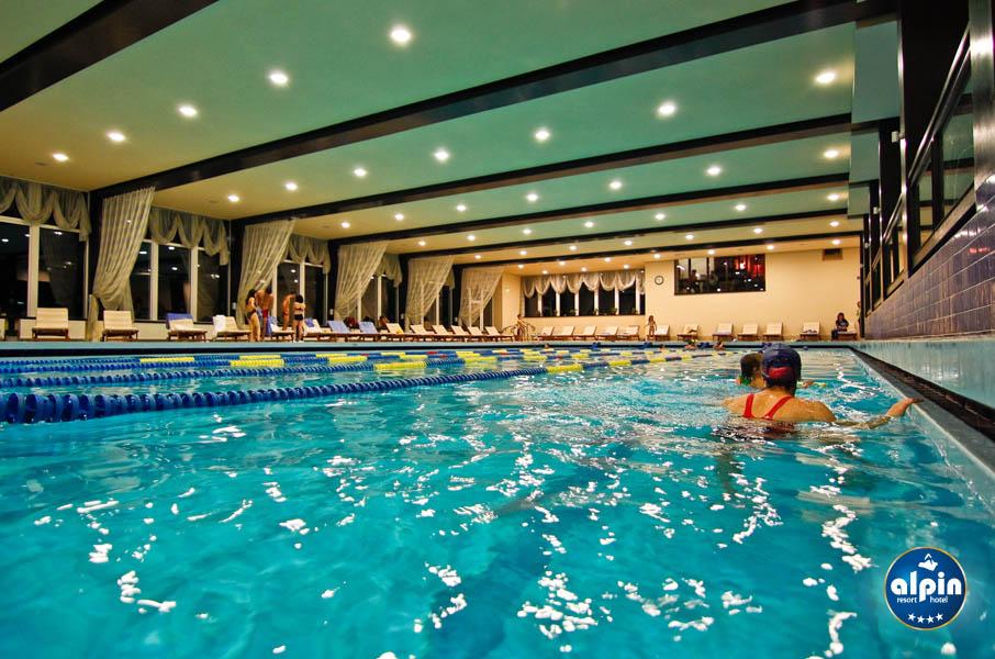 Mobila pentru bucataria cazare cu piscina poiana brasov for Hotel cu piscina